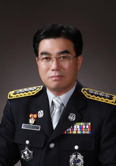 1정복(김용식_통영소방서장님).jpg