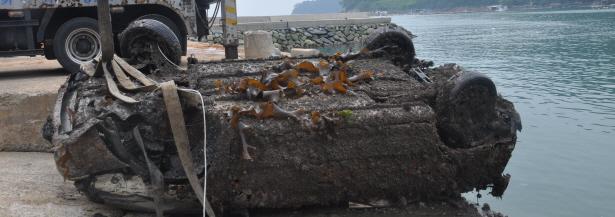 0111(170804)통영해경, 산양읍 달아항 수중 차량 및 유골 발견인양(사진1).JPG